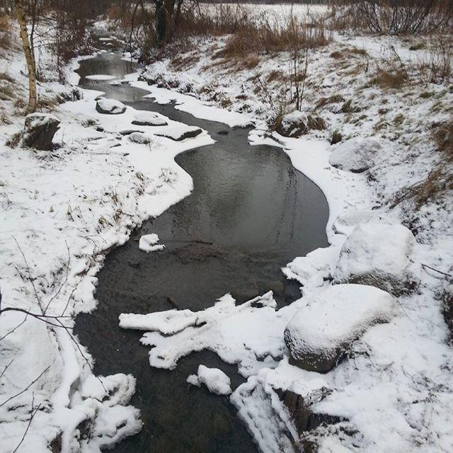 longinoja-talvi-lunta-kaunismaisema