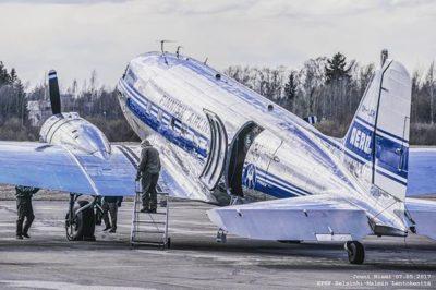 savemalmiairport-pelastetaanmalminlentoasema-kentanlaidalla-malmiairport-dc3-airveteran-ohlhc-longin-1