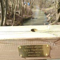 Tänään kunnioitettiin Vapun muistoa. Kasvimaan silta on nykyisin Vapun silta. # muisto