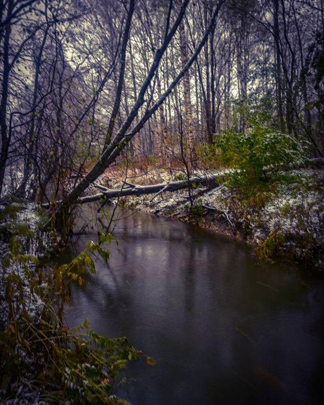 ensilumi-firstsnow-longinoja-autumnleaves-autumn-longinojasyksy-river-creek-urbannaturelovers-urbann-1