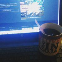 Mitäs sitä muuta tekis viideltä aamulla kun herää. Kahvia ja luontopolkuun sisältöjä.
