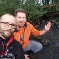Kutusoraikkojen putsaus jatkuu. Nyt vuorossa Saunankosken alaosa. Kahvitauko ja takas purolle.