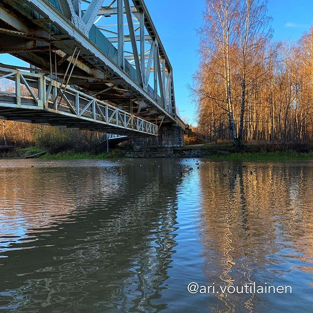 Here is the same rusty old bridge over river Vantaa, but from a different perspective. (The cache is still to be found)